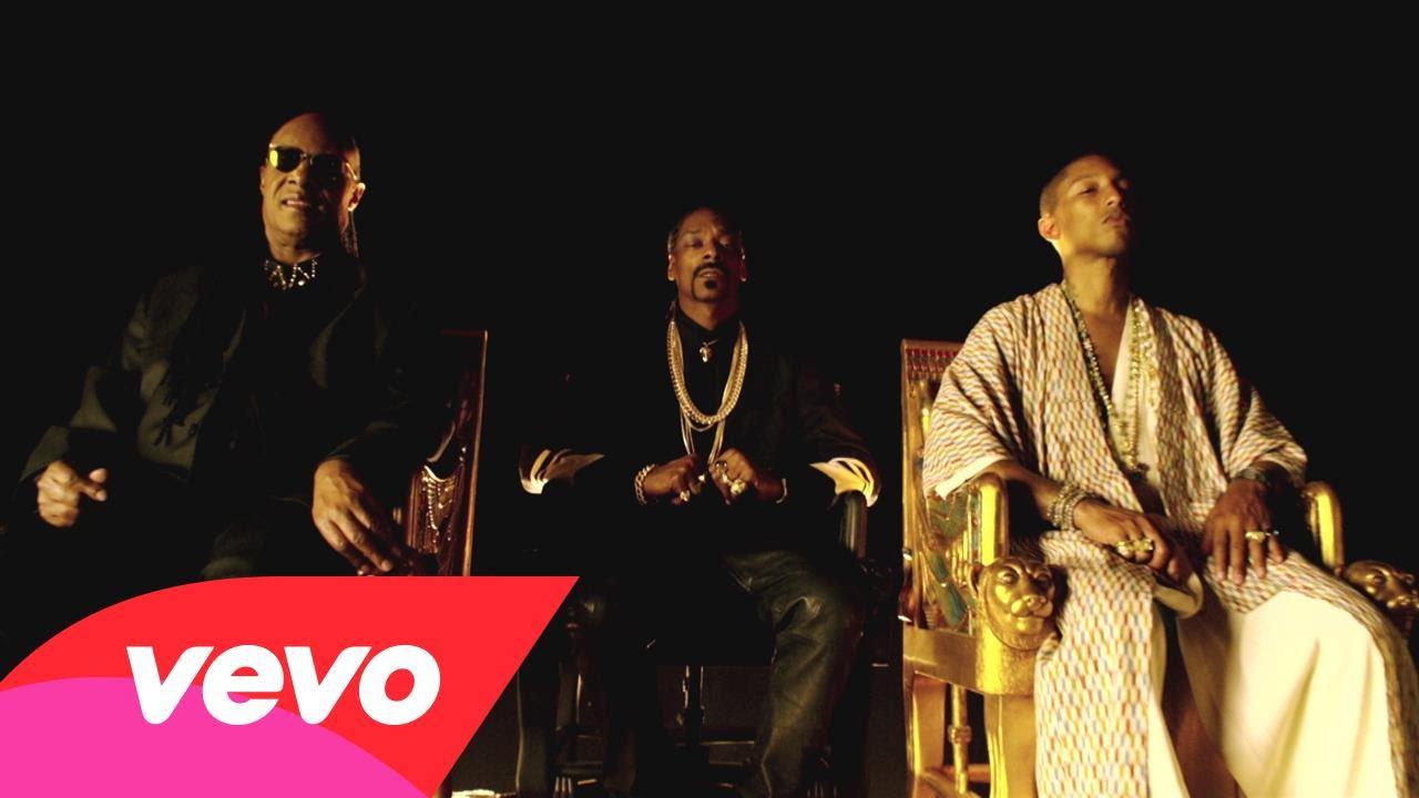 """Snoop Dogg ft. Pharrell & Stevie Wonder – """"California Roll"""" (Video)"""
